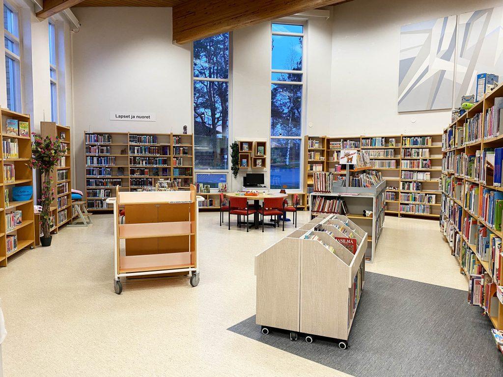 Kuva: Kirjastossa lasten ja nuorten osasto.